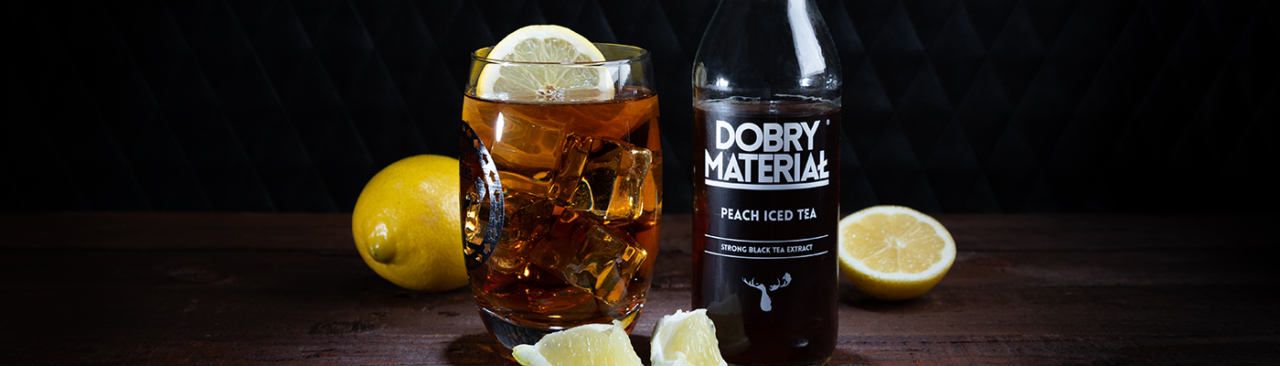 https://dobrymaterial.pl/wp-content/uploads/2019/08/peach_iced_tea_drink2-1280x366.png
